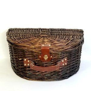 Other - Wicker Clam Shell Picnic Basket Suitcase
